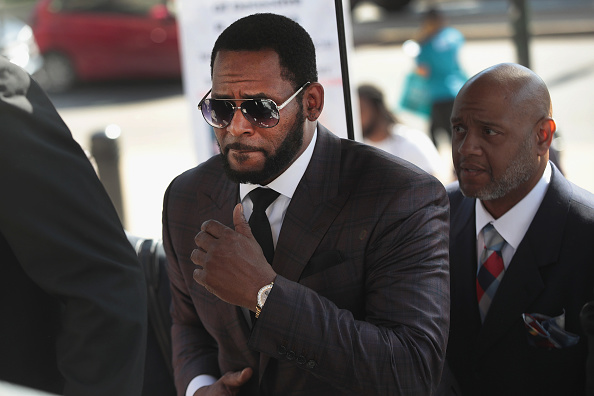 Singer「R Kelly Returns To Court For Hearing On Aggravated Sexual Abuse Charges」:写真・画像(19)[壁紙.com]
