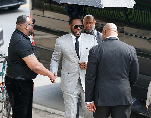 Kelly public「R. Kelly Appears In Court After Prosecutors Add Additional Felony Charges」:写真・画像(16)[壁紙.com]