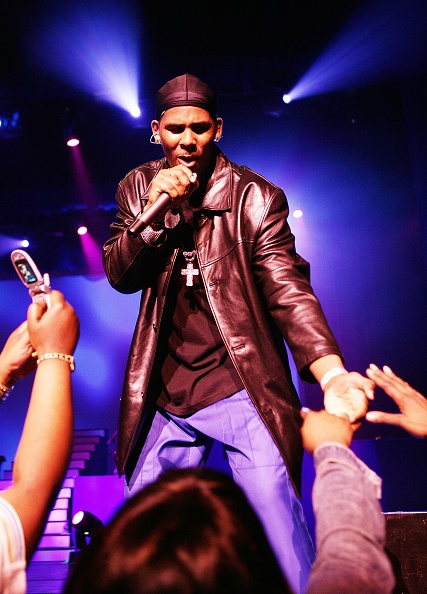 Singer「R. Kelly In Concert At Radio City Music Hall」:写真・画像(12)[壁紙.com]