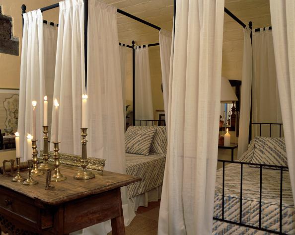 Bedroom「View of lit candles in a bedroom」:写真・画像(11)[壁紙.com]