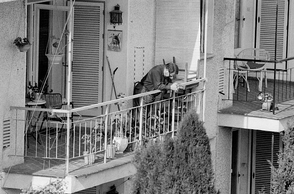 Tom Stoddart Archive「Joseph Kagan On A Balcony」:写真・画像(0)[壁紙.com]