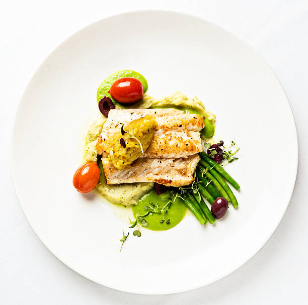Grilled fish with lentil puree and vegetables seen from above:スマホ壁紙(壁紙.com)