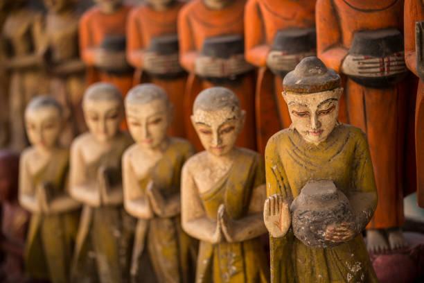 Painted wooden Buddhas:スマホ壁紙(壁紙.com)