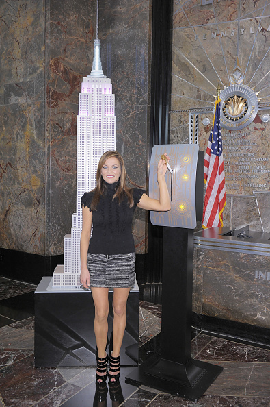Empire State Building「Martina McBride Lights The Empire State Building Pink」:写真・画像(6)[壁紙.com]