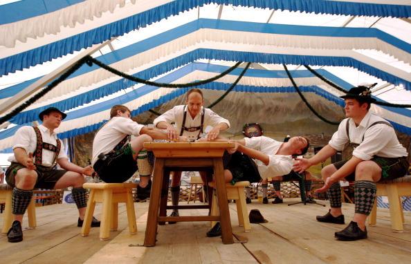 Garmisch-Partenkirchen「Traditional German 'Fingerhakeln' Championships」:写真・画像(10)[壁紙.com]