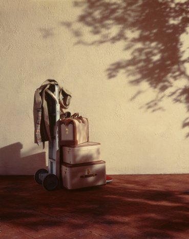 Shadow「Suitcases and coat on hand track in front of wall」:スマホ壁紙(3)
