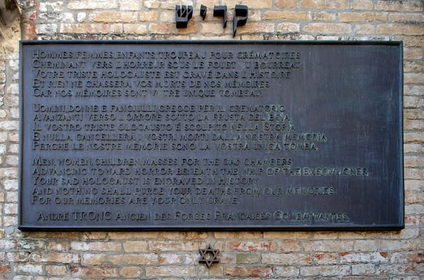 Grave「ITALY - VENICE 1943-1944: a tombstone to remember the Venetian Jews who were deported to the Nazi death camps」:写真・画像(11)[壁紙.com]