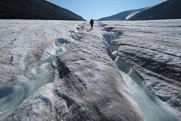 Melting「Summer Heat Wave Hits Svalbard Archipelago, Far North Of The Arctic Circle」:写真・画像(11)[壁紙.com]