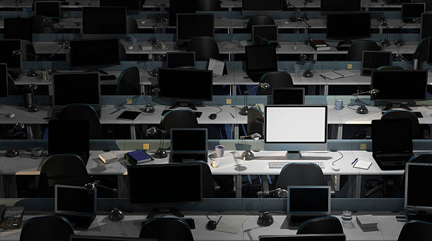 Empty, dark office, with one computer on:スマホ壁紙(壁紙.com)
