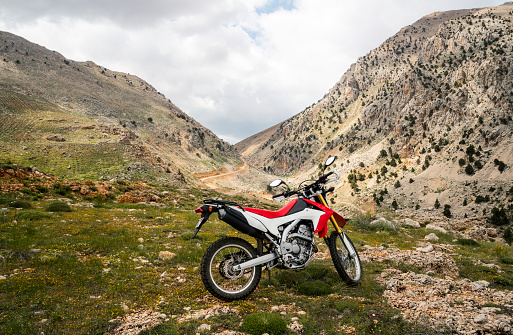 Motorcycle「Enduro Motorcycle on the mountain road」:スマホ壁紙(4)