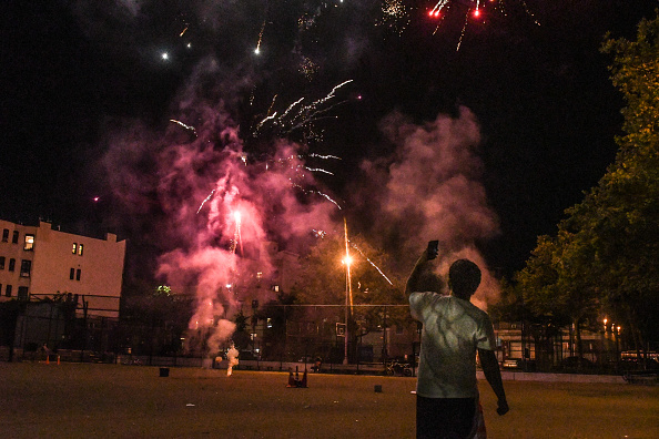 Brooklyn - New York「Nightly Rogue Fireworks Displays Across New York Continue To Bemuse The City」:写真・画像(8)[壁紙.com]