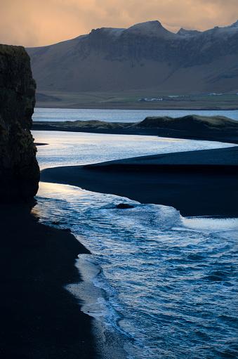 Basalt「Dyrholaey Seascape in Iceland」:スマホ壁紙(18)