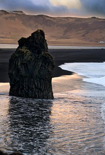 Basalt「Dyrholaey Seascape in Iceland」:スマホ壁紙(13)