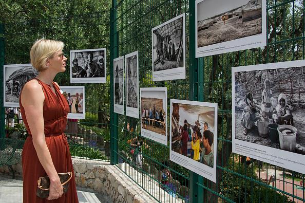 Louis Vuitton Purse「Monaco Red Cross Pique-Nique At Jardins Princesse Antoinette」:写真・画像(19)[壁紙.com]