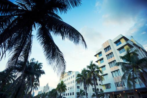 Miami Beach「夕暮れのマイアミビーチのオーシャンドライブ」:スマホ壁紙(10)