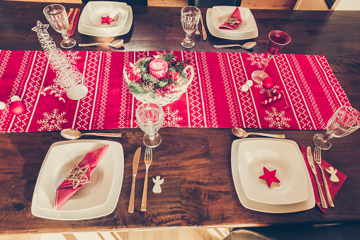 Candy Cane「Laid dining table with Christmas decoration」:スマホ壁紙(9)