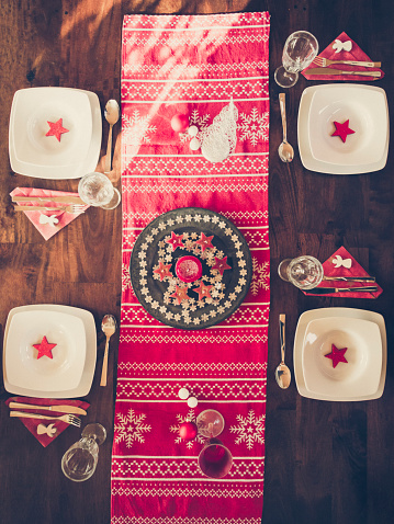 Table Runner「Laid dining table with Christmas decoration」:スマホ壁紙(3)