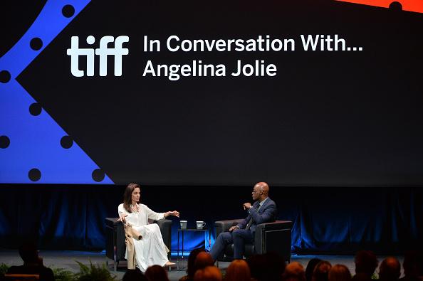 Two People「2017 Toronto International Film Festival - In Conversation With... Angelina Jolie」:写真・画像(5)[壁紙.com]
