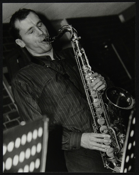 Alloy「Steve Kaldestad playing tenor saxophone at The Fairway, Welwyn Garden City, Hertfordshire, 2003. Artist: Denis Williams」:写真・画像(5)[壁紙.com]
