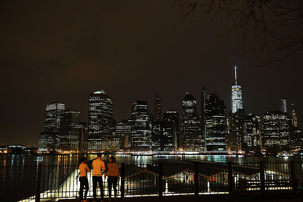 Urban Skyline「NYC City Council Bill Aims To Reduce Energy Usage By Limiting Lighting Of Empty Buildings At Night」:写真・画像(1)[壁紙.com]