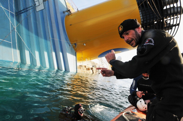 Transportation Event「Search For Missing Costa Concordia Passengers Resumes After Delay」:写真・画像(14)[壁紙.com]