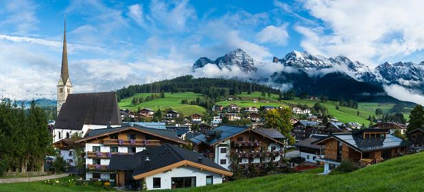 北チロル「マリア Alm オーストリア村雪をかぶった山々」:スマホ壁紙(19)