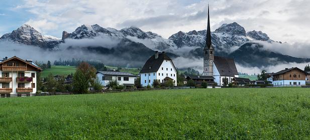 北チロル「マリア Alm オーストリア尖塔雪をかぶった山々 のパノラマ」:スマホ壁紙(1)