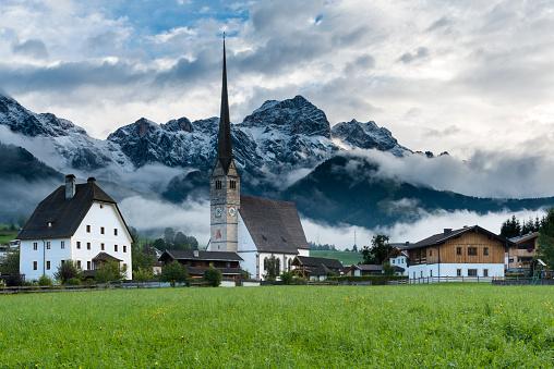 北チロル「マリア Alm オーストリア尖塔雪をかぶった山々」:スマホ壁紙(2)