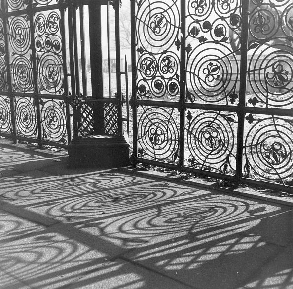 Wrought Iron「Intricate Shadows」:写真・画像(2)[壁紙.com]