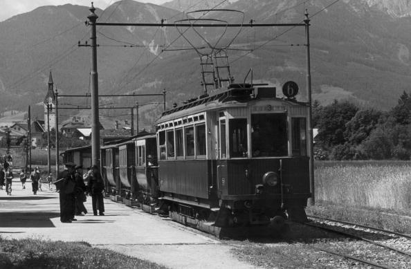 Electric Train「Train At Innsbruck」:写真・画像(10)[壁紙.com]