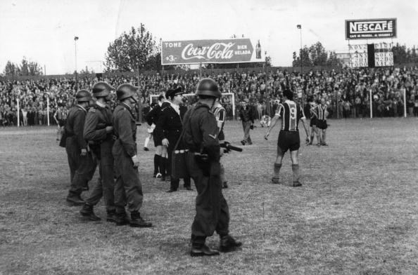 Argentinian Ethnicity「Rioting Fans」:写真・画像(8)[壁紙.com]