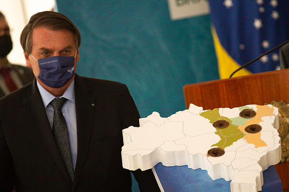 Andressa Anholete「Bolsonaro Participates in the Launch of Programa das Aguas Amidst the Coronavirus (COVID - 19) Pandemic」:写真・画像(2)[壁紙.com]