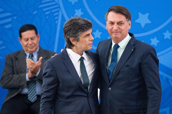 Brasilia「New Health Minister of Brazil Nelson Teich Is Sworn into Office Amidst the Coronavirus (COVID-19) Pandemic」:写真・画像(4)[壁紙.com]