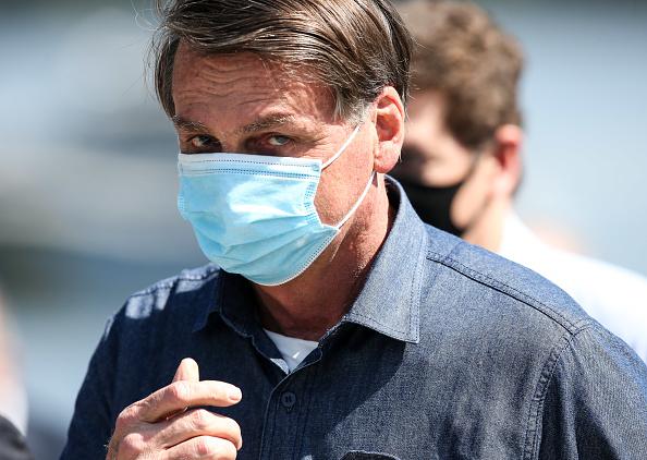 President of Brazil「Bolsonaro Visit to Barreiros Bridge Amidst The Coronavirus (COVID - 19) Pandemic」:写真・画像(5)[壁紙.com]