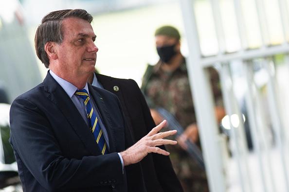 President of Brazil「President Jair Bolsonaro Interacts with His Supporters Amidst the Coronavirus (COVID - 19) Pandemic」:写真・画像(13)[壁紙.com]