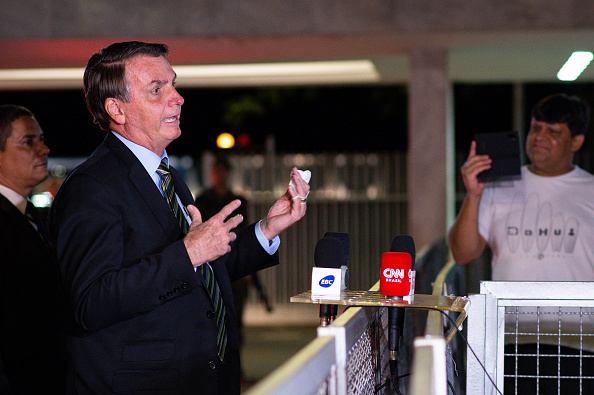 Incidental People「President Jair Bolsonaro Talks with the Press and His Supporters as the Coronavirus (COVID - 19) Continues to Spread」:写真・画像(19)[壁紙.com]