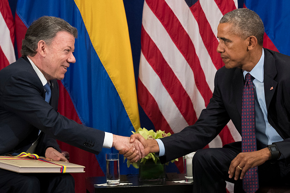 Alternative Pose「President Obama Holds Bilateral Meeting With Colombian President Santos In NYC」:写真・画像(12)[壁紙.com]