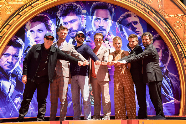 "Cast Member「Marvel Studios' ""Avengers: Endgame"" Cast Place Their Hand Prints In Cement At TCL Chinese Theatre IMAX Forecourt」:写真・画像(6)[壁紙.com]"