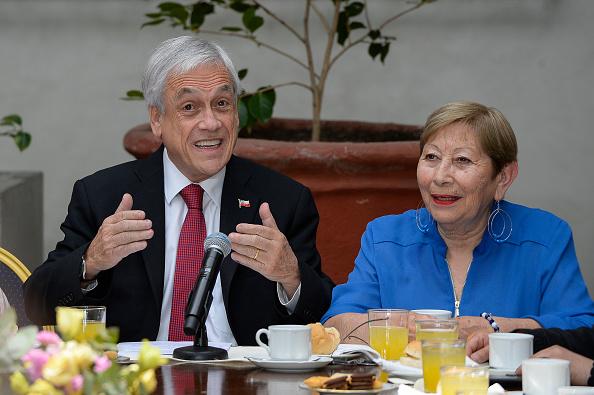 Sebastián Piñera「President Piñera Signs Law Project To Raise Pensions」:写真・画像(11)[壁紙.com]