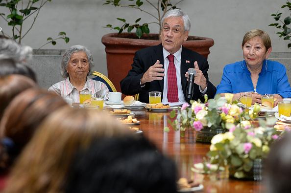 Sebastián Piñera「President Piñera Signs Law Project To Raise Pensions」:写真・画像(18)[壁紙.com]