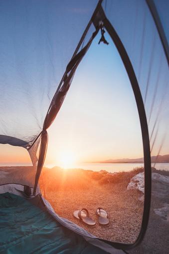 Flip-Flop「Sunrise view from inside a tent」:スマホ壁紙(9)