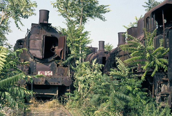 Wheel「The wheel has come full circle for Greek Railway's Kb Class 0-10-0 No.854 built by Steg of Viena during the mid 1920s. The veteran is depicted abandoned in the huge locomotive graveyard at Tessaloniki in Greece on Wednesday 1 September 1982.」:写真・画像(16)[壁紙.com]
