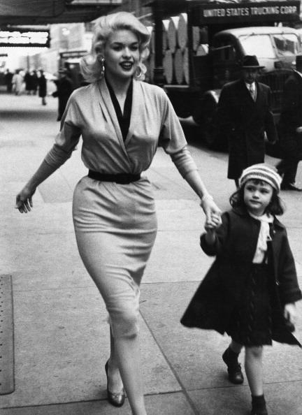 写真「Jayne Mansfield & Daughter In Manhattan」:写真・画像(17)[壁紙.com]