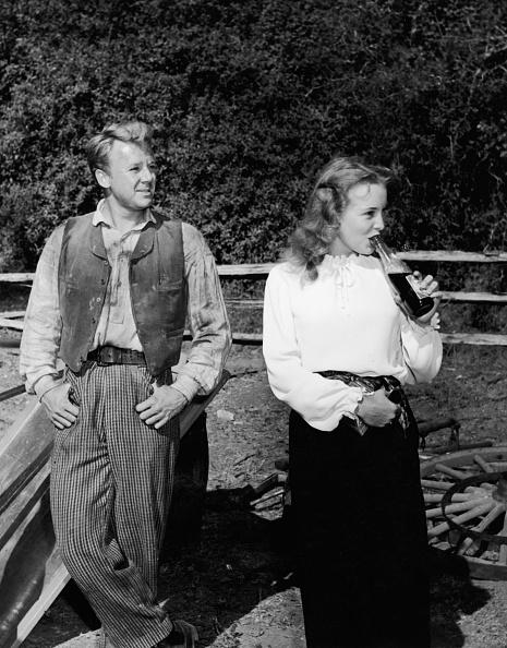 Pocket「Janet Leigh & Van Johnson On Set」:写真・画像(8)[壁紙.com]