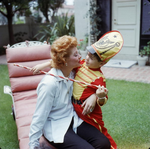Gene Lester「Lucy & Desi Jr In the Yard」:写真・画像(16)[壁紙.com]