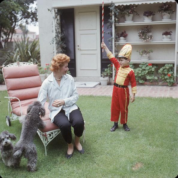 Gene Lester「Lucy & Desi Jr In the Yard」:写真・画像(18)[壁紙.com]