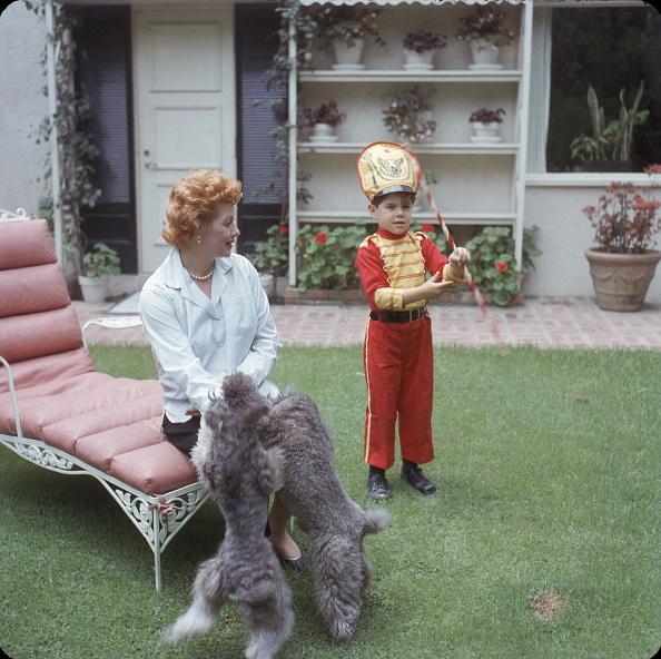 Grass「Lucy & Desi Jr In the Yard」:写真・画像(14)[壁紙.com]