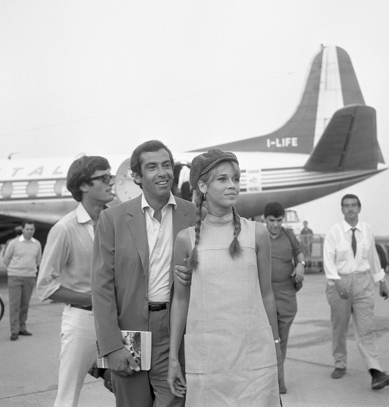 ジェーン・フォンダ「At The Airport」:写真・画像(18)[壁紙.com]