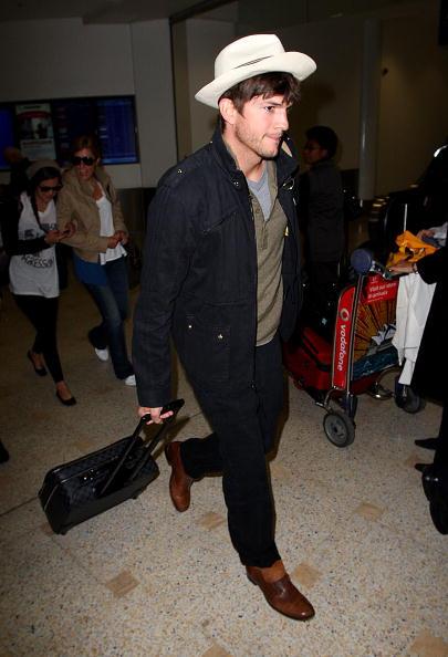 Hair Stubble「Ashton Kutcher Arrives In Sydney」:写真・画像(11)[壁紙.com]