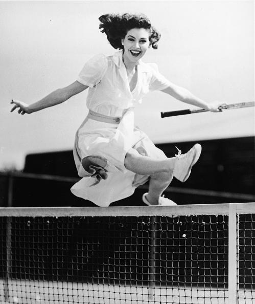 Sport「Ava Gardner Jumps Net On Tennis Court 」:写真・画像(16)[壁紙.com]